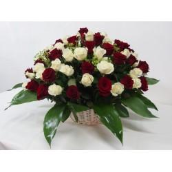 Vannerie de roses rouges et blanches